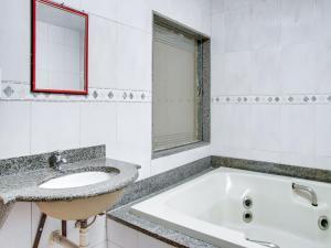 Um banheiro em OYO Hotel Pareto