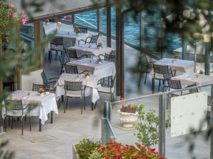 A restaurant or other place to eat at Hotel Capo Reamol