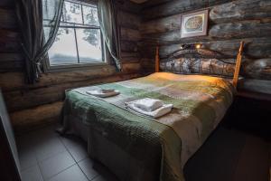 Vuode tai vuoteita majoituspaikassa Sielikkö Aurora Log Apartments