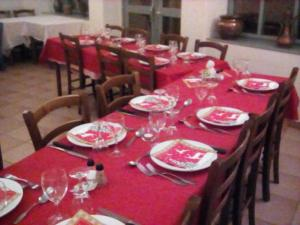 A restaurant or other place to eat at Logis Auberge De L'Omois