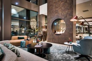 The lounge or bar area at Van der Valk Hotel Tilburg