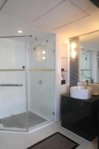 A bathroom at Hotel Landmark Canton