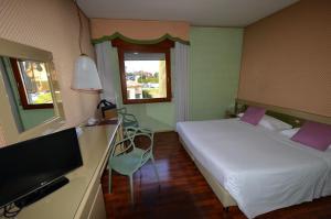 Letto o letti in una camera di Hotel Ca' Del Galletto Centro Congressi