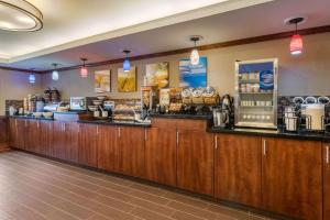 A restaurant or other place to eat at Comfort Inn & Suites South Hill I-85