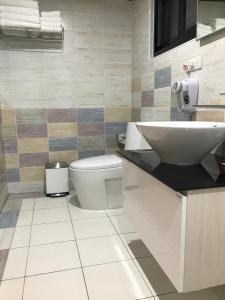 A bathroom at Grace House Homestay 2