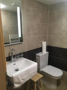 A bathroom at Nová Pec Holiday Resort Lipno
