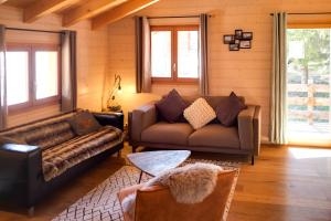 A seating area at 3-Schlafzimmer Chalet Eichhorn****, Saas Fee 1800m