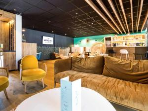 The lounge or bar area at Novotel Narbonne Sud A9/A61