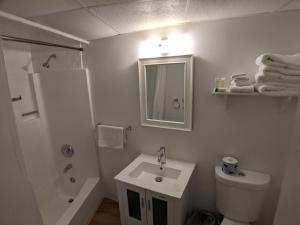 A bathroom at Sand Pebble Motor Lodge