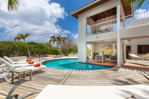 The swimming pool at or near Coral Estate Rentals