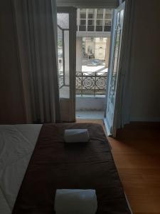 A bed or beds in a room at Hotel Praça da Matriz