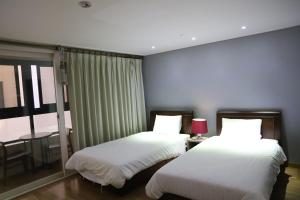 A bed or beds in a room at Lamia Hotel