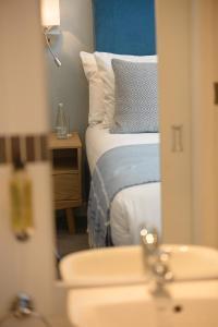 A bathroom at Connaught Lodge