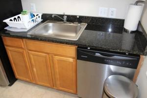 A kitchen or kitchenette at COZY - 2 Bdrm Home-FREE Parking
