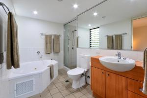 A bathroom at Oasis Apartments