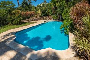 The swimming pool at or near Cooinda Gardens