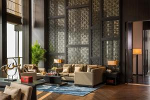 A seating area at HUALUXE Hotels & Resorts Nanchang High-Tech Zone, an IHG hotel