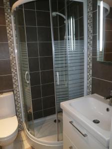 A bathroom at Au 14