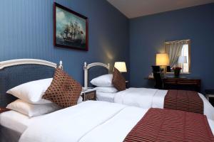 سرير أو أسرّة في غرفة في انتركونتيننتال الطائف