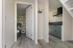 A kitchen or kitchenette at Appartementen Parkzicht