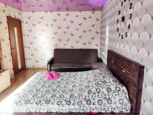 A bed or beds in a room at Apartment on Lesnoy prospekt 43
