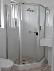 A bathroom at Chaparral Motel