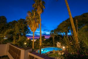 A view of the pool at Suites Cortijo Fontanilla or nearby