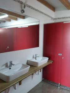 A bathroom at aCienLeguas