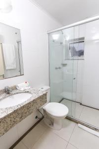 A bathroom at Hotel Express Rodoviária