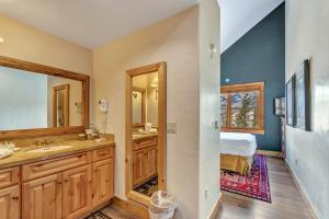 A bathroom at Mountain Lodge at Telluride