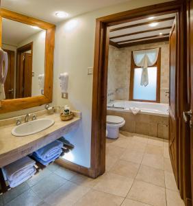 Ванная комната в Nido del Cóndor Hotel & Spa
