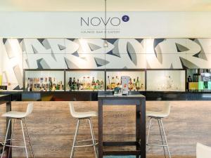 The lounge or bar area at Novotel Köln City