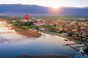 Een luchtfoto van SCOUT Camping, Struga