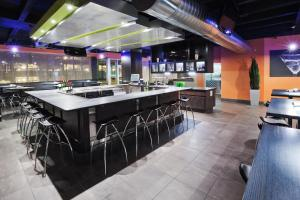 A restaurant or other place to eat at Holiday Inn Tulsa City Center, an IHG hotel