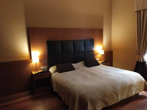 A bed or beds in a room at Hotel Porta Felice & Spa