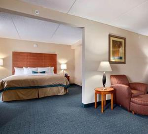 A bed or beds in a room at Wingate by Wyndham Richmond Short Pump
