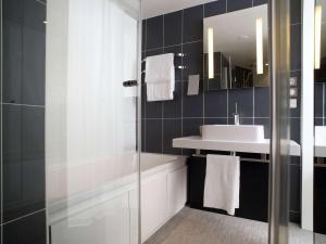 Ein Badezimmer in der Unterkunft Novotel Suites Luxembourg