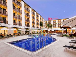 The swimming pool at or close to Ibis Phuket Kata