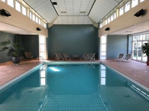 The swimming pool at or near Hotel De Zeeuwse Stromen