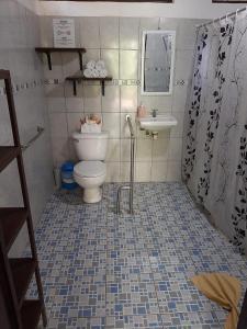 Ein Badezimmer in der Unterkunft Aracari Garden Hostel