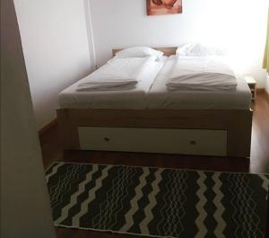 A bed or beds in a room at Pension Hoogerland