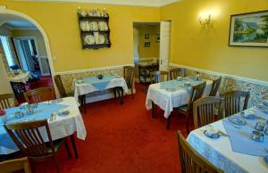 A restaurant or other place to eat at Murphys Farmhouse B&B