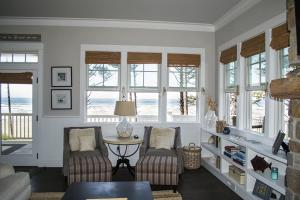 A seating area at Beach Bluff Five-Bedroom Home