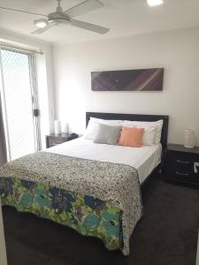 A bed or beds in a room at DB Broadbeach Private Apartments with Coastal Holiday Apts