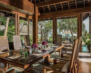 Un restaurante o sitio para comer en Four Seasons Resort Koh Samui