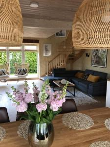 Istumisnurk majutusasutuses Väike-Mere Villa