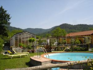 The swimming pool at or near Agriturismo Le Giare