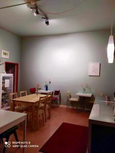 A restaurant or other place to eat at annabanana Hostel