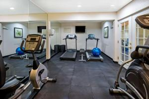 The fitness center and/or fitness facilities at La Quinta by Wyndham Santa Rosa
