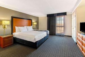 Postel nebo postele na pokoji v ubytování La Quinta Inn by Wyndham Santa Fe